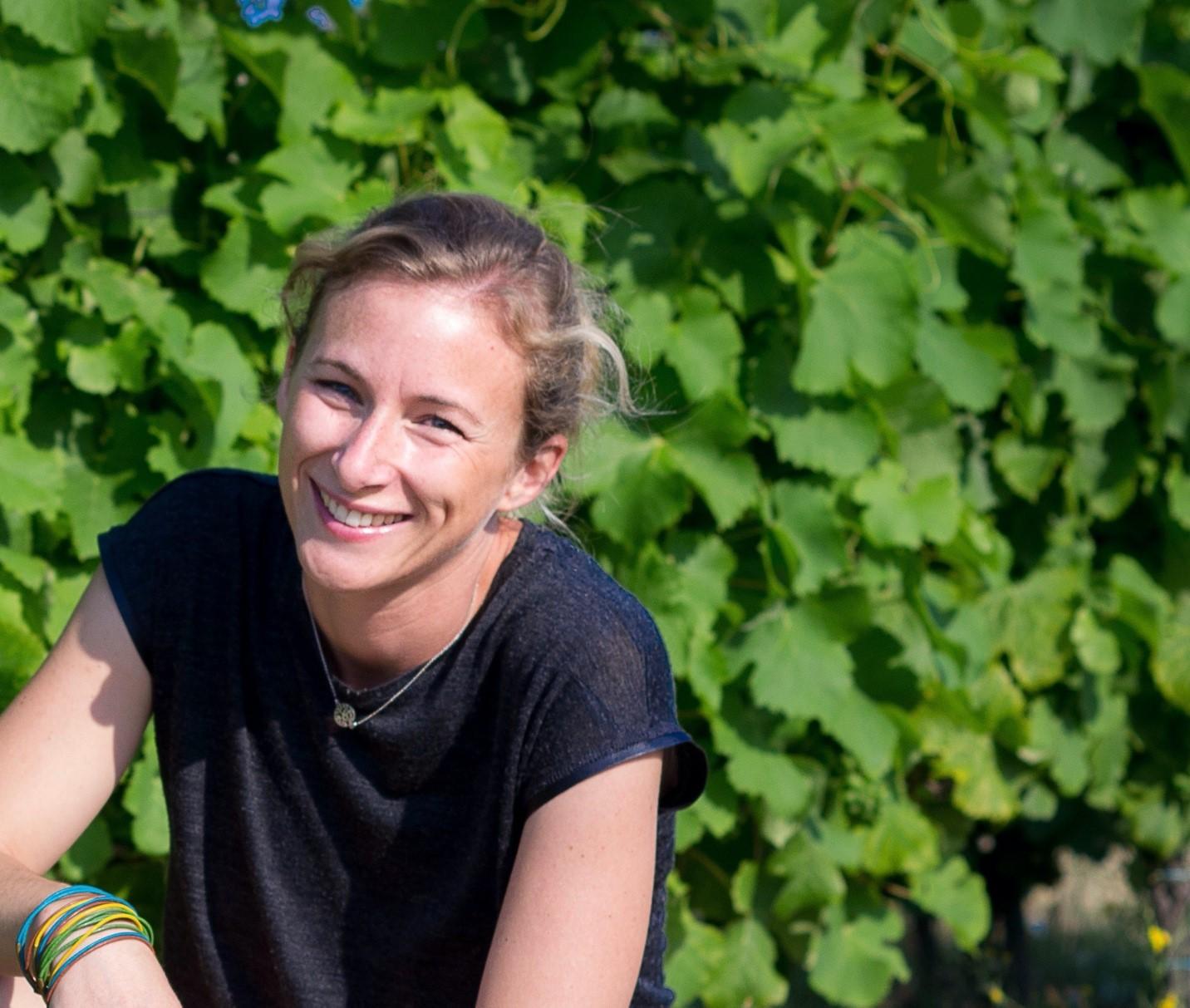 Améliorer la résilience de la vigne avec Chloé Delmas, à la tête d'une paire de championnes INRAE-UC Davis